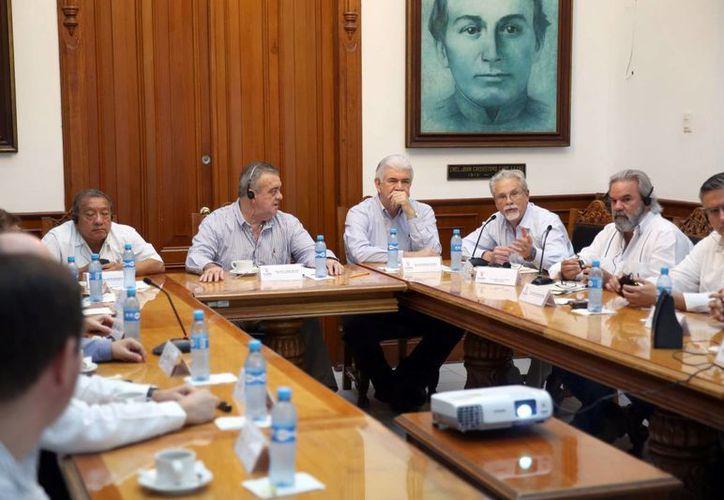 La reunión con empresarios de Estados Unidos se efectuó en el Salón de los Retratos. (Milenio Novedades)