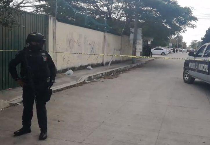 La zona fue acordonada por los elementos policíacos. (Redacción)
