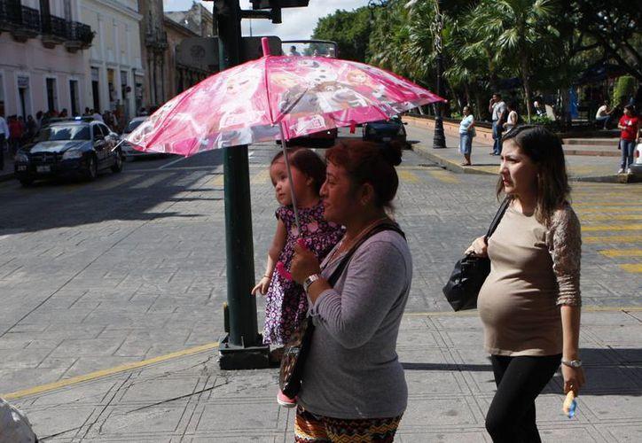 Este sábado la temperatura máxima registrada en Mérida fue de 32.4 grados Celsius al mediodía. Para este domingo se pronostican lluvias. (SIPSE)