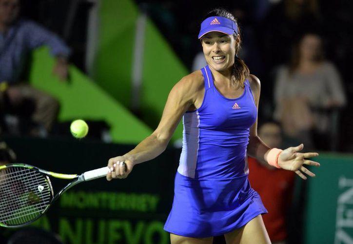 Ana Ivanovic ya está a solo dos pasos de coronarse en el Abierto de Monterrey, pues clasificó a semifinales. (EFE)