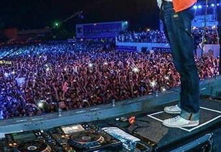 """El dj holandés regresa a Mérida, como parte de proyecto """"Mueve tu mundo"""" el cual organiza los conciertos para reunir fondos a favor de la comunidad Mixteca. (Milenio Novedades)"""