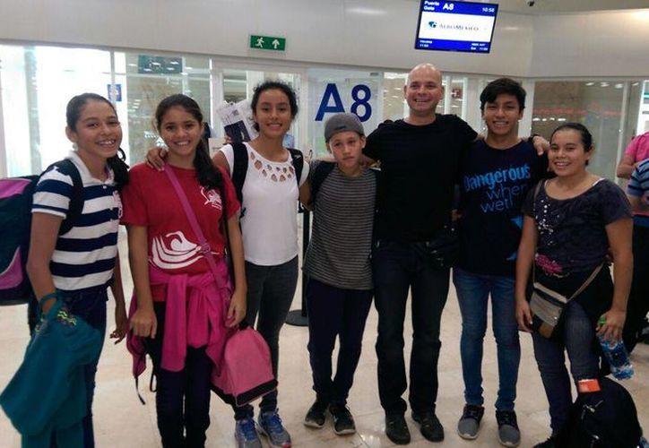 Parte del equipo quintanarroense que viajó a Cuba. (Raúl Caballero/SIPSE)