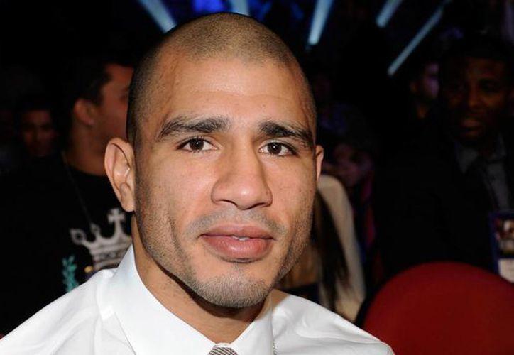Luego de un año de no subirse a un ring, el boxeador boricua Miguel Cotto expondrá su cetro mediano del CMB este sábado. En la imagen, en conferencia de prensa. (Fotografía: huffingtonpost.com)