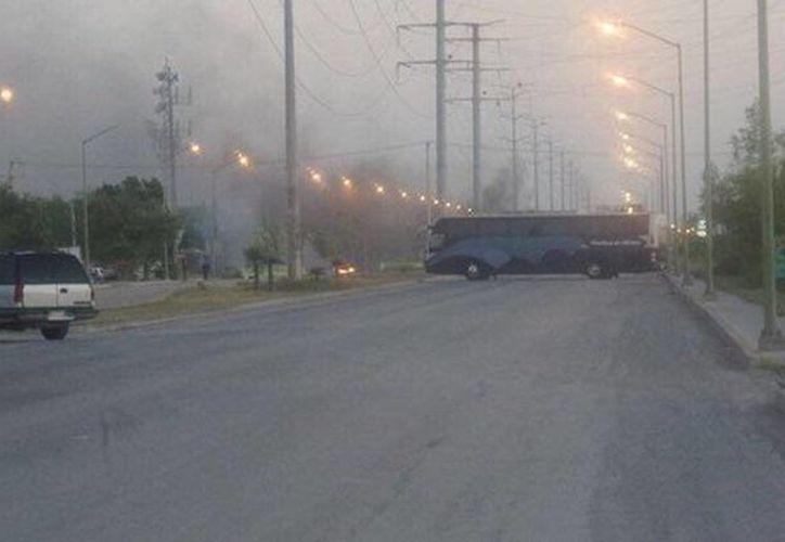 El Gobierno de Reynosa, Tamaulipas reporta situación de riesgo debido a balaceras y bloqueos. (@telediariomty)
