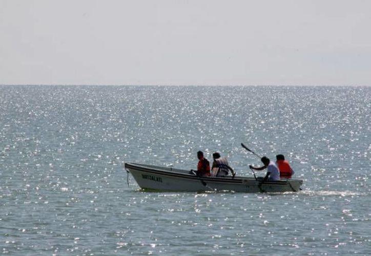 Pescadores de Yucatán están muy expuestos a los fenómenos meteorológicos cuando se hacen a la mar. (SIPSE)