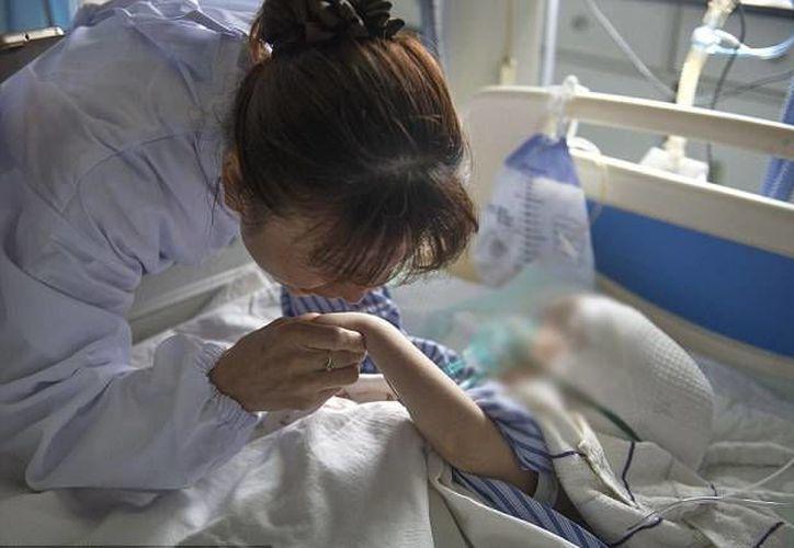 La niña se recupera adecuadamente de la cirugía en la cual le trasplantaron un cráneo  hecho en impresora 3D. (ChinaFotoPress)