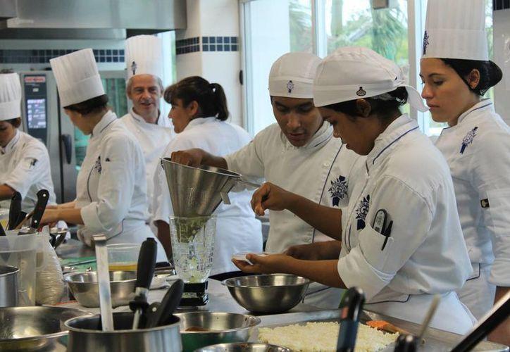 Los participantes deberán preparar platillos vanguardistas mexicanos. (Sergio Orozco/SIPSE)