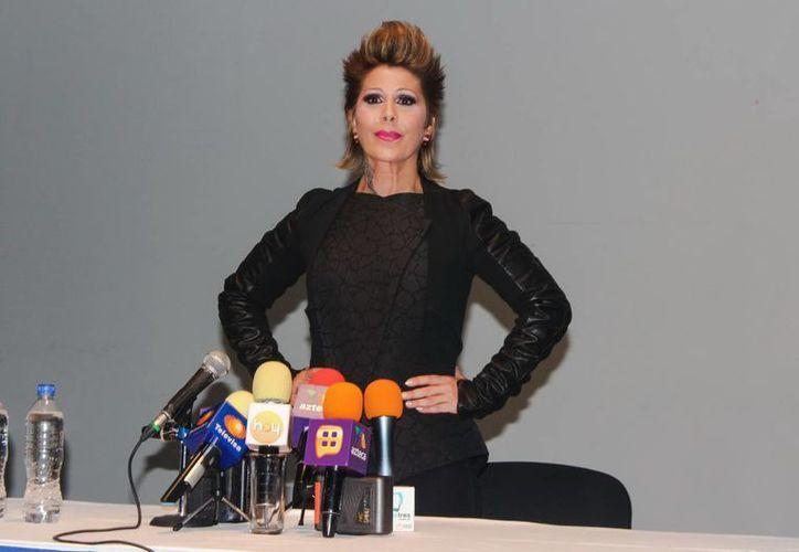Para Alejandra Guzmán, lo que importa antes de aparecer en una revista para caballeros con su hija Frida Sofía es que haya un buen arreglo económico. (Foto de archivo de Notimex)