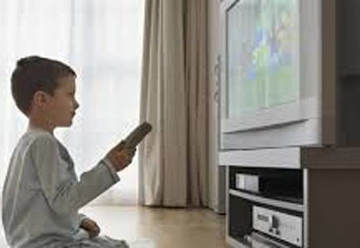 Los niños en México pasan en promedio cuatro horas y media al día frente a la pantalla. (Fundación Que Veo)
