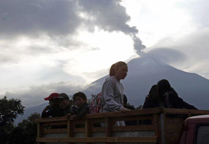 La erupción del coloso en 2006 mató a cuatro personas y dejó graves pérdidas al campo. (Archivo/Agencias)