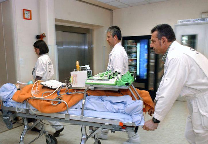 Los médicos se preparaban para dar por muerto al menor. (AFP)