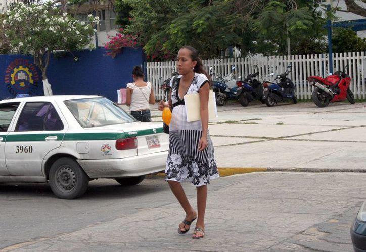Especialista sugiere visitar al nutriólogo, pediatra y ginecólogo. (Tomás Álvarez/SIPSE)