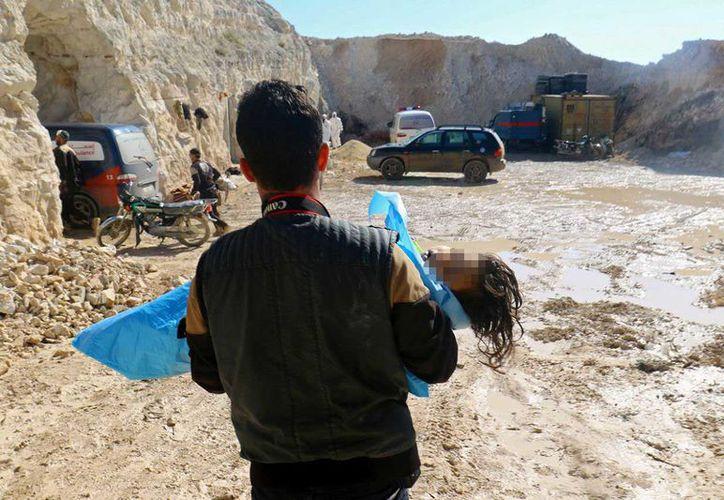En Siria, 58 personas, entre ellas 11 niños, han muerto en un ataque químico a Jan Sheijun registrado este martes. (Reuters)