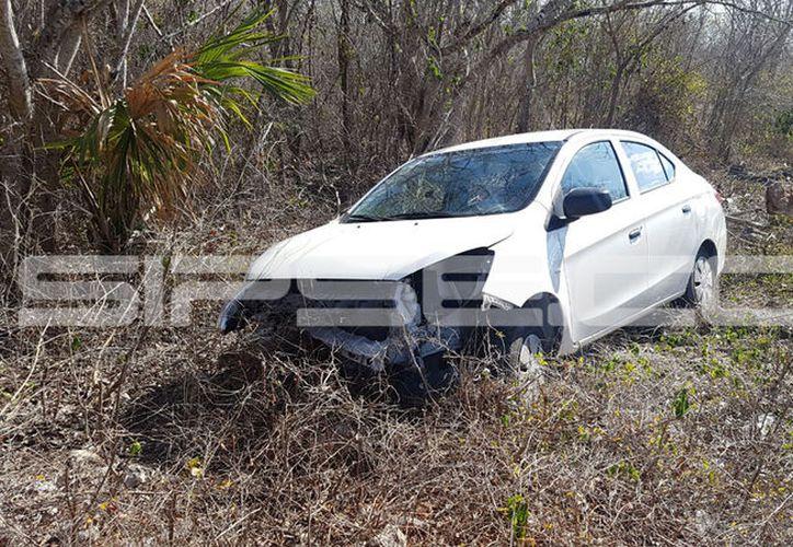 El vehículo terminó con daños severos. (SIPSE)