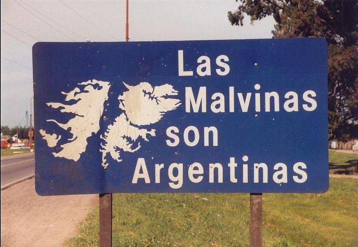 Gran Bretaña y Argentina mantienen una larga disputa por las Islas Malvinas, a las que los ingleses llaman Falklands. (parlamentario.com)