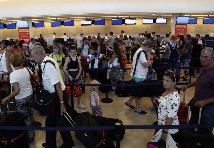 En julio, la terminal aérea movilizó a 714 mil 113 pasajeros nacionales en arribos y salidas. (Redacción/SIPSE)