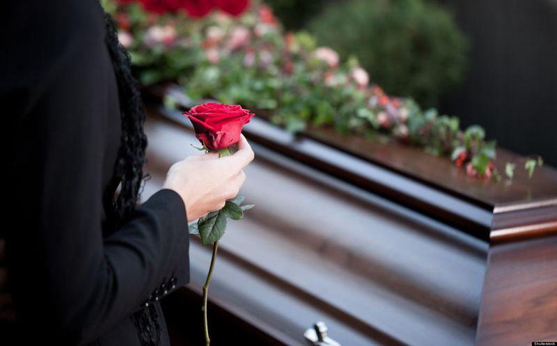 Vecinos Ayudan A Don Ramón Con El Funeral De Su Esposa