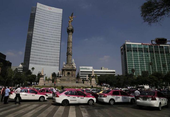 Los taxistas de la Ciudad de México y otras partes del país aseguran que Uber es un servicio anticonstitucional. (AP/Marco Ugarte)