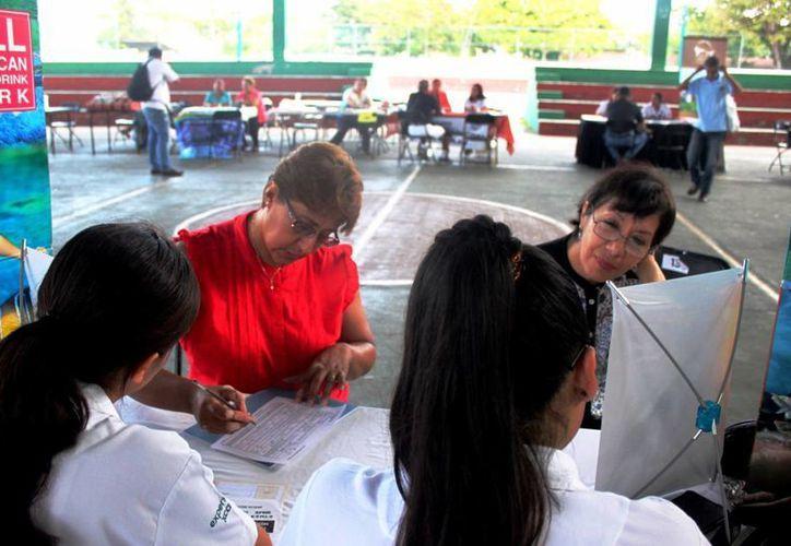 Más de 200 personas acudieron a la primera jornada del 'Encuentro de Negocios y Oportunidades para la Segunda Edad'.  (Daniel Pacheco/SIPSE)