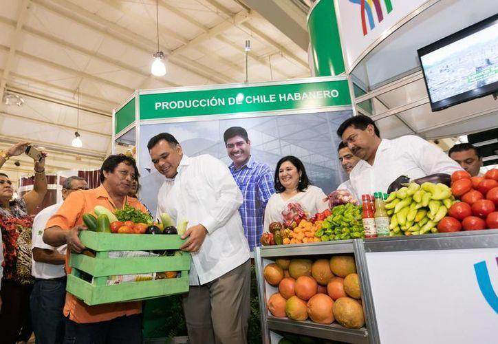 En la inauguración de la novena edición de la Expo Campo, se exhortó a consumir productos locales. (Fotos cortesía del Gobierno)