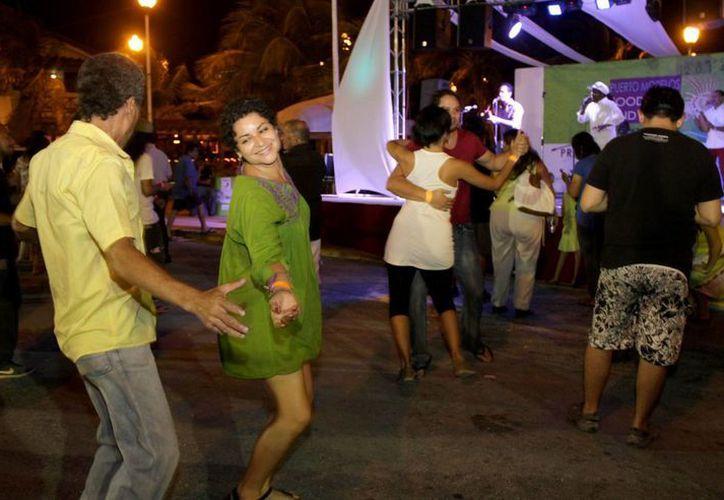 El evento cuenta con la participación de más de 42 casas de vino y nueve grupos musicales. (Redacción/SIPSE)