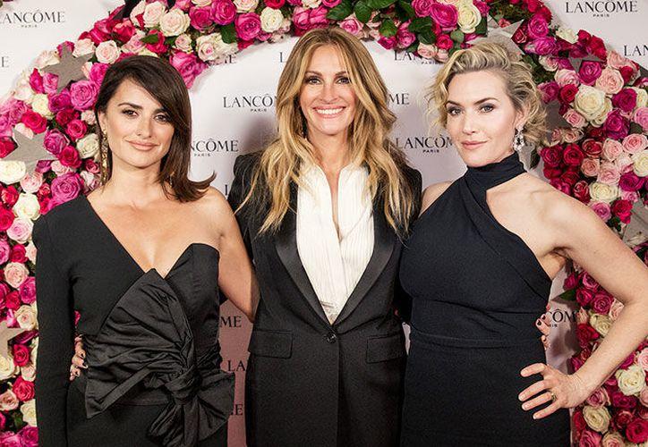 Las tres guapas actrices se divirtieron en una de las fiestas más exclusivas de Europa.  (Foto: penelopecruzoficial/Instagram)