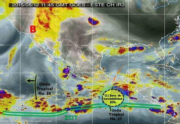 Imagen de las zonas de inestabilidad asociada con las ondas tropicales 26 y 26 en el Océano Pacífico. (smn.cna.gob.mx)