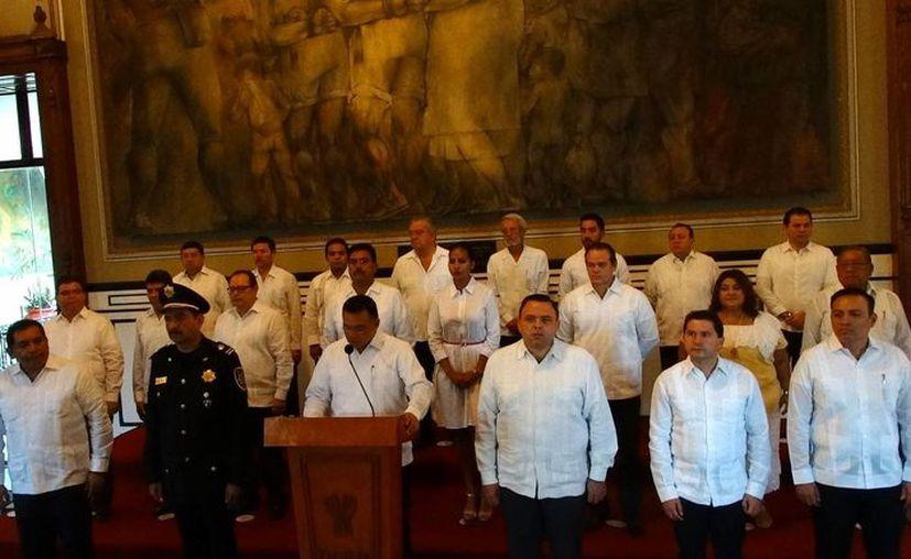 El gobernador, Rolando Zapata Bello, envió un mensaje a los yucatecos, en el que dijo que los 4 años de su gobierno 'quedaron en el pasado', y que lo mejor 'está por venir'. (Foto: Christian Coquet/SIPSE)