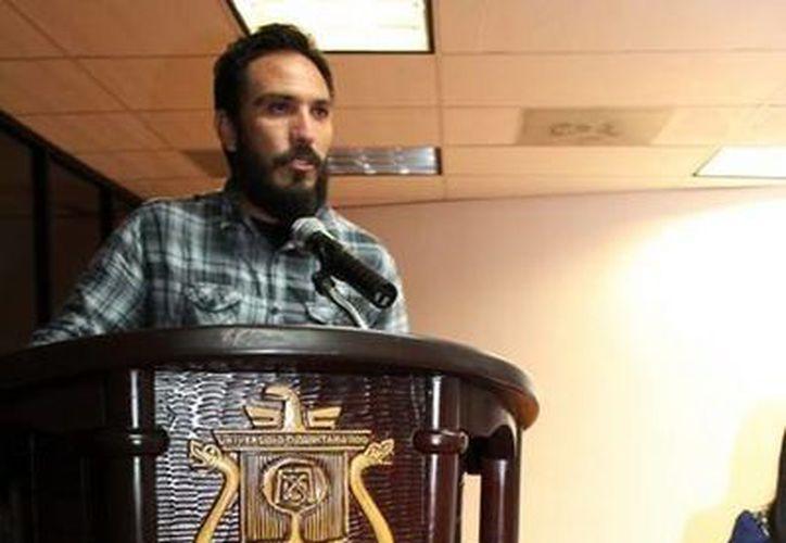 El animalista de Tierra de Animales, Ricardo Pimentel, hablo al auditorio sobre el veganismo. (Cortesía)