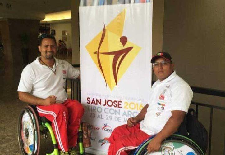 Omar Echeverría Espinoza y Domingo Santis Díaz salieron ayer a Costa Rica para participar en los II Juegos Parapanamericanos. (Cortesía)