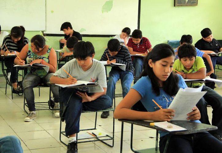 La prueba Planea, que se aplicó entre el pasado 17 al 20 de marzo a 17 mil 249 estudiantes de educación media superior demostró que el nivel en matemáticas y lenguaje está dentro de la media nacional. (SIPSE)