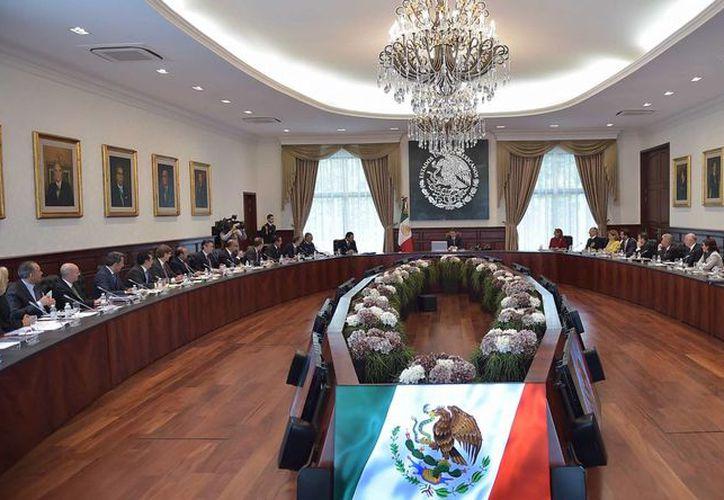 Peña Nieto recibió en la residencia oficial de Los Pinos a los miebros de su gabinete. (Presidencia)