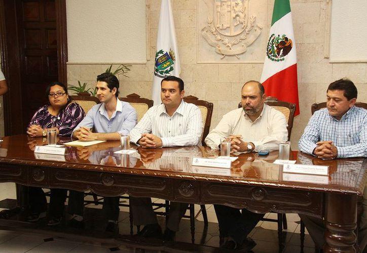 Durante la conferencia de prensa, en la Sala de Juntas de la Presidencia, el nuevo Director del Instituto Municipal de la Juventud habló sobre sus proyecto al frente del organismo. (Cortesía)