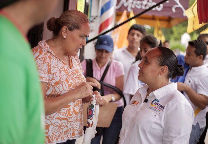Torres asegura que su gobierno continuará con los programas que han beneficiado a la gente. (Redacción)