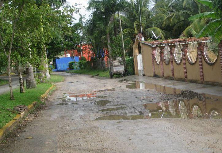 La avenida Costera es una de las más transitadas por locales y turistas en Bacalar. (Redacción/SIPSE)