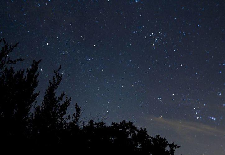 La lluvia de estrellas líridas dejarán 'pinceladas de luz' en el cielo durante la madrugada de este viernes. (Imagen de contexto/ Notimex)