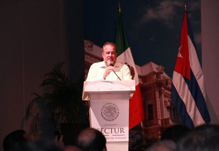 Hay 26 empresas que esperan el permiso del Gobierno de Cuba para invertir en la isla, aseguró este martes el consejero comercial de ProMéxico, Luis Cabrera Cuarón, durante el Primer Foros de Negocios Turísticos. (Jorge Acosta/SIPSE)