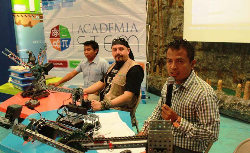 Fueron presentadas las actividades de robótica, mecatrónica y electrónica. (Octavio Martínez/SIPSE)
