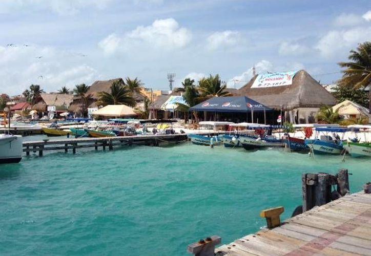 La disposición del cierre del puerto impidió las actividades de lancheros y pescadores. (Lanrry Parra/SIPSE)
