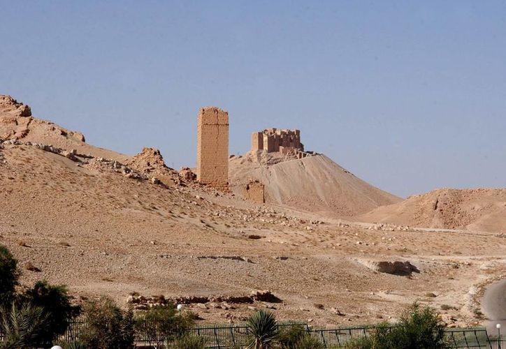 Vista de la fortaleza de Baal, del siglo XII en Palmira, la cual habría sido dinamitada por extremistas del Estado Islámico. (EFE/Archivo)