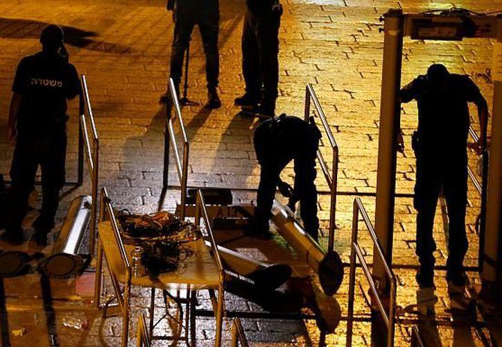 Israel comenzó a remover durante la noche los detectores de metales que habían sido ubicados en el ingreso de la Explanada de las Mezquitas. (Euronews).