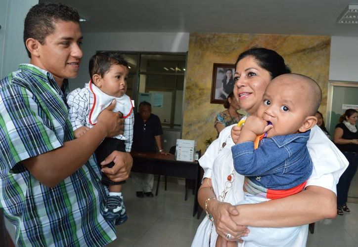 La presidenta del DIF Municipal, Patricia Ramírez de Espinosa, despidió al grupo de infantes. (Cortesía/SIPSE)