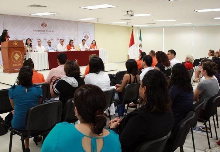 Se realizó un ciclo de conferencias sobre la prevención del suicidio en la Universidad Anáhuac. (Luis Soto/SIPSE)