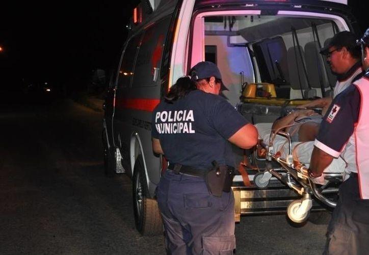 La mujer recibió los primeros auxilios de los paramédicos pero se negó a ser trasladada para su hospitalización. (Manuel Salazar/SIPSE)