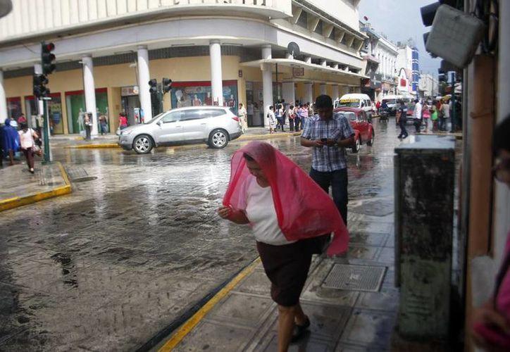La onda tropical número 35 ocasionó lluvia vespertina en Mérida. (Christian Ayala/SIPSE)