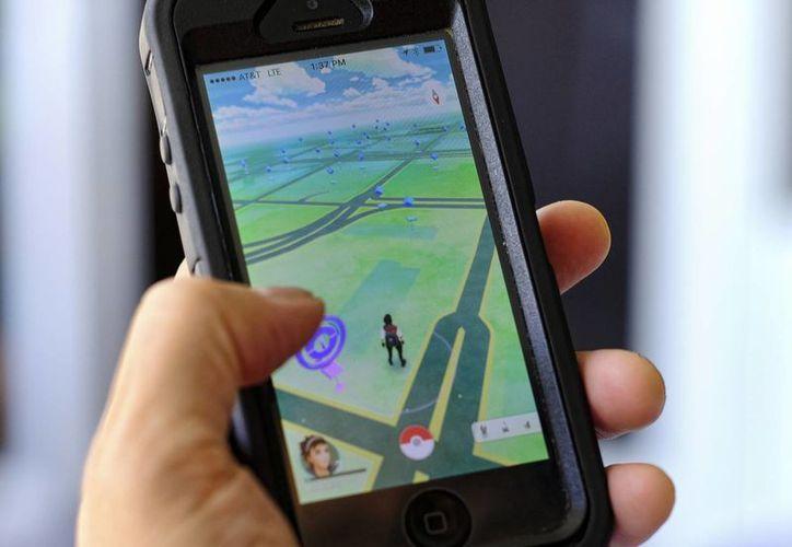 Millones de personas en el mundo ya tienen Pokemon Go en sus teléfonos móviles. (AP)