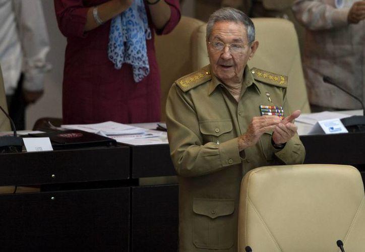 Raúl Castro reconoció ante el Parlamento cubano que la economía del país ha crecido solamente un 1%. (AP)