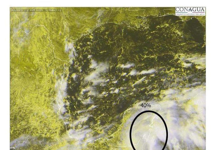 La zona de disturbio genera intensa nubosidad sobre la Península de Yucatán. (Conagua)