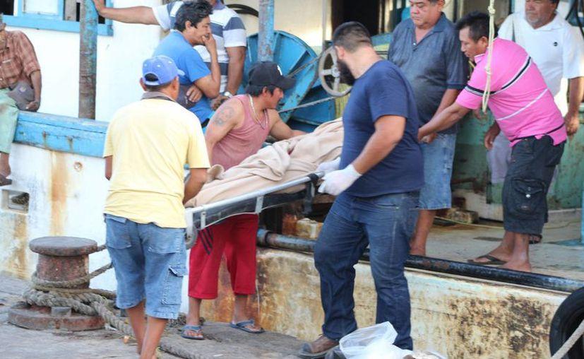 Un pescador de Telchac Pueblo falleció en altamar el martes y su cuerpo fue llevado a Progreso este miércoles. (Gerardo Keb/Milenio Novedades)
