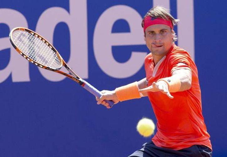 Debido a una lesión en el codo el tenista español David Ferrer no competirá en Wimbledon, en la imagen se obeserva a Ferrer en el Conde de Godó. (Notimex)